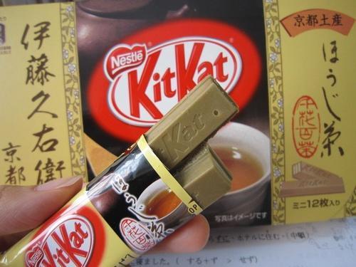 Kitkat Hojicha เป็นรสชาเขียวที่ผ่านการคั่วทำให้ได้กลิ่นหอมเฉพาะตัว อร่อยมาก