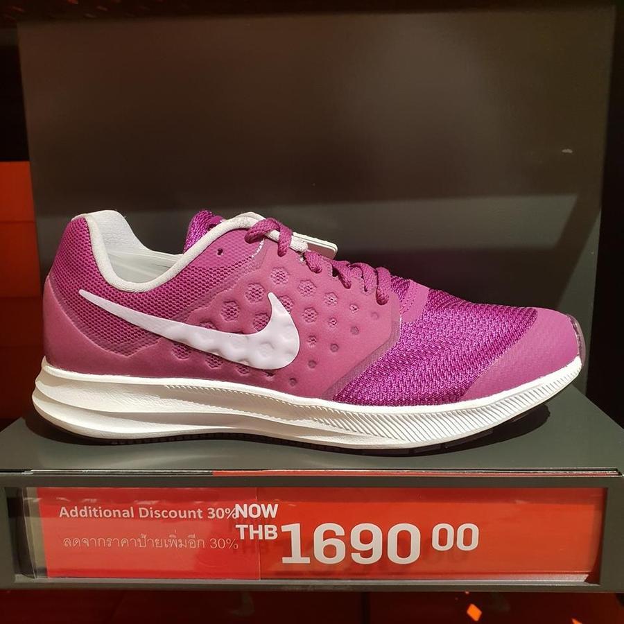 รองเท้า Nike ลดสูงสุด 60%