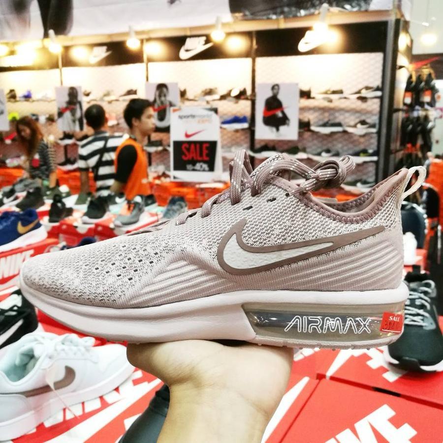 รองเท้า adidas ลดเหลือ 3240.-