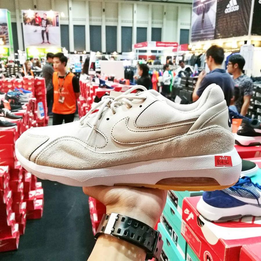 รองเท้า adidas ลดเหลือ 2430.-